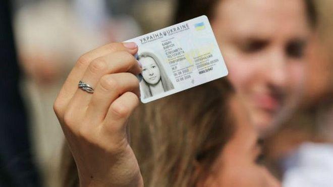 Украинцев с ID-картами освободят от необходимости носить справку о регистрации /фото 34.ua