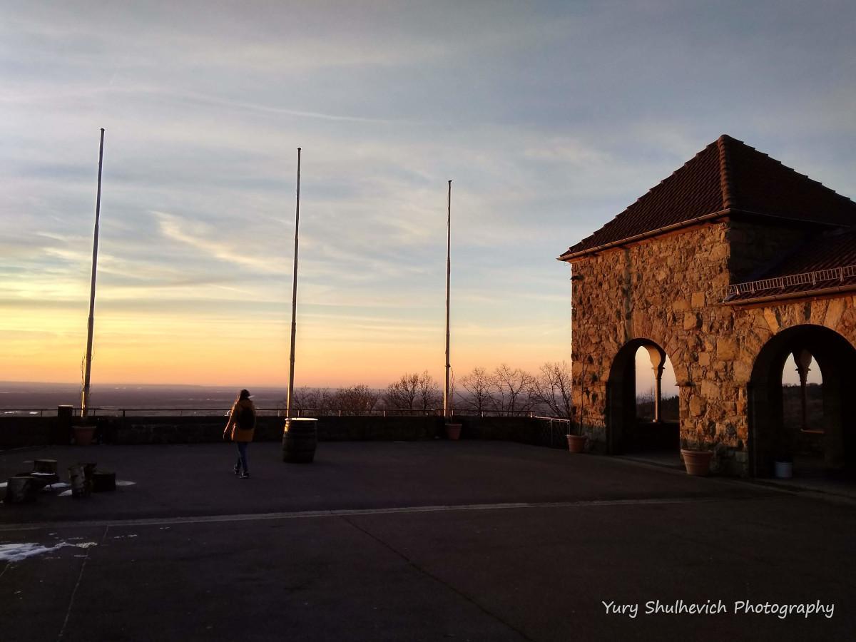 Замковий двір Вахенбургутаоглядова вежа відриті для відвідувачів / фото Yury Shulhevich