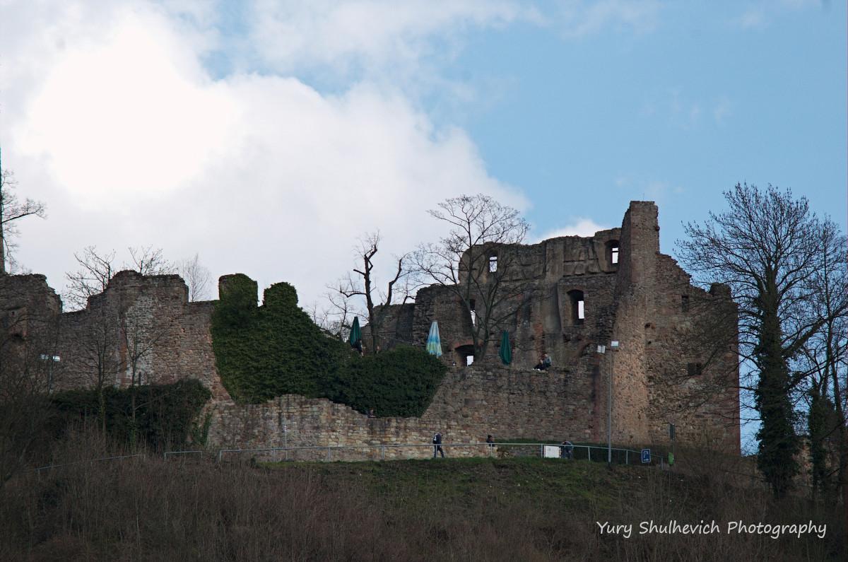 Руїни середньовічного замку Віндек / Yury Shulhevich