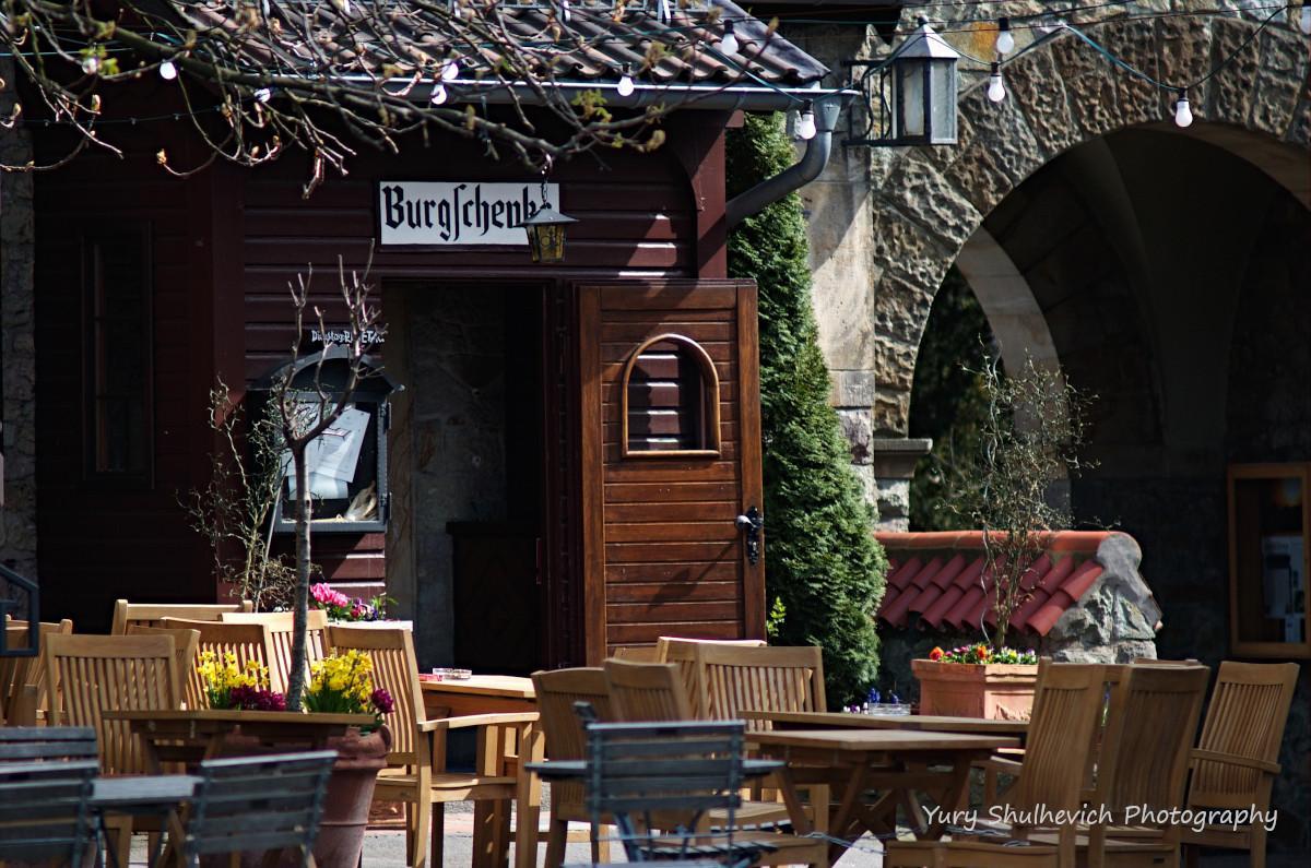 Кафе в замку Вахенбург / фото Yury Shulhevich