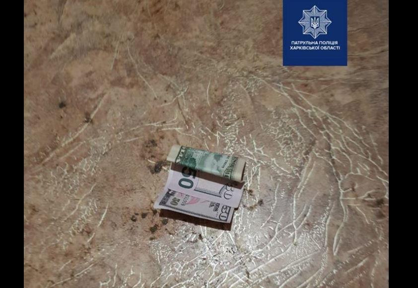 В Харкові поліцейським намагались дати хабаря / Facebook - Патрульна поліція Харківської області