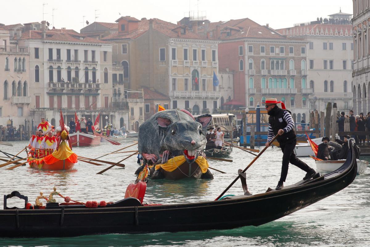 Парад гондол в Венеции / REUTERS