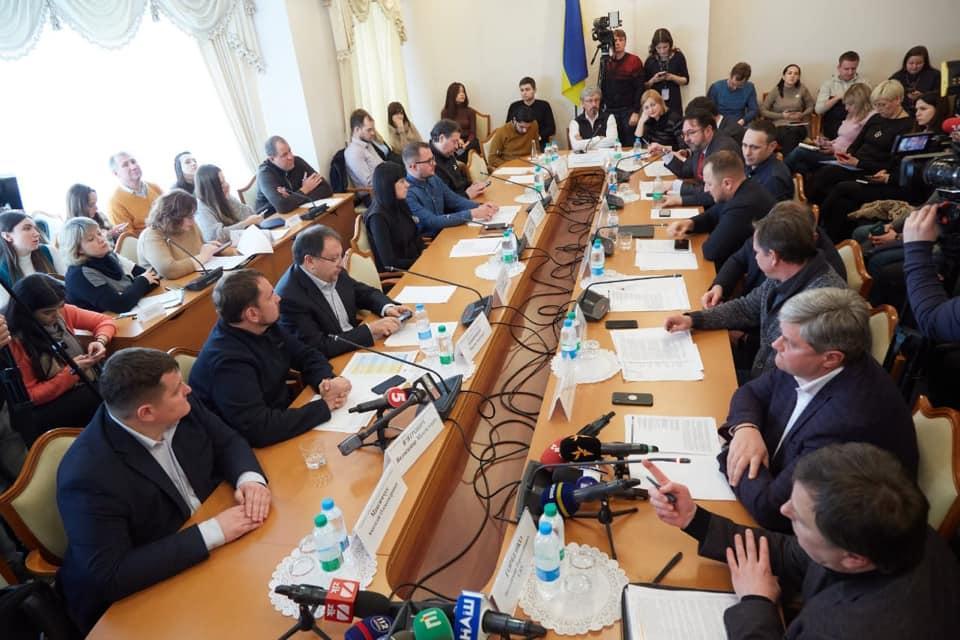 Комитет собрался на специальное заседание / Фото: Facebook Александр Ткаченко