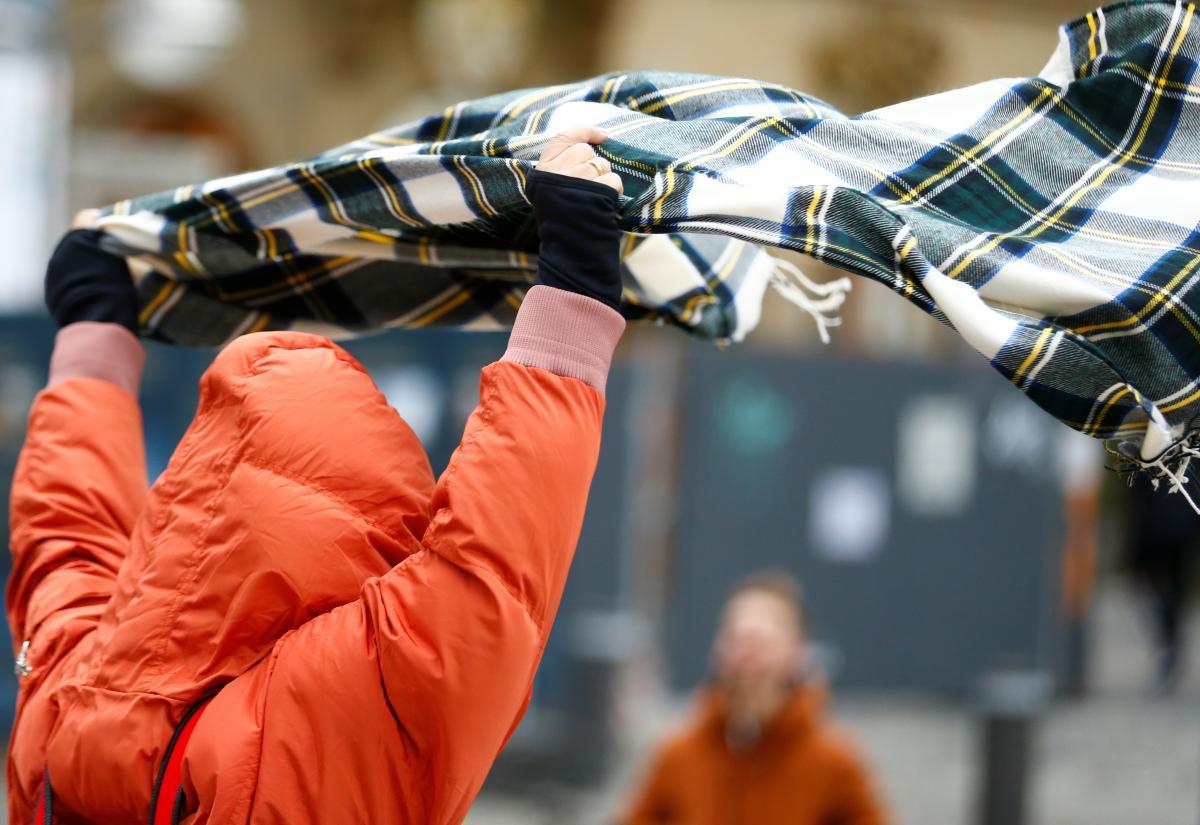 Спасатели предупреждают о сильном ветре в Украине / Фото REUTERS