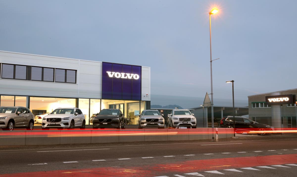 Volvo заявив про повний перехід на електрокари, але не одразу / REUTERS