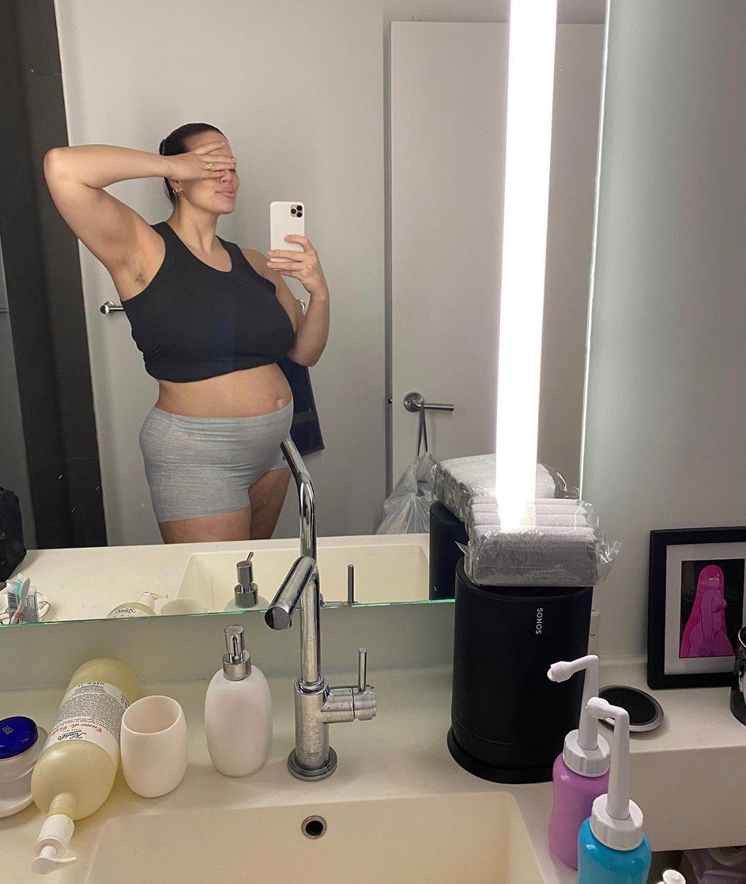 18 января американская plus-size модельЭшли Грэм родила сына / Instagram Эшли Грэм