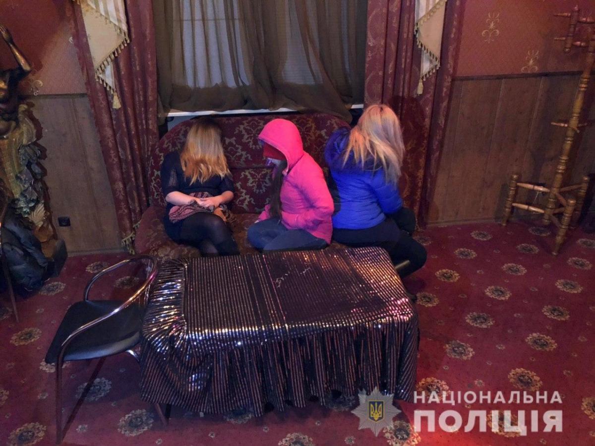 Услуги интимного характера клиентам учреждений предоставляли 10 девушек / фото ГУ НП в Днепропетровской области