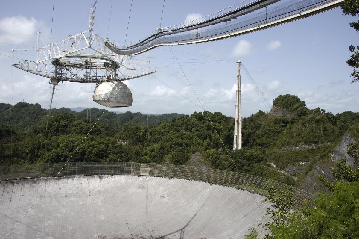 Так выглядел радиотелескоп до обрушения / фото flickr.com/amelungc