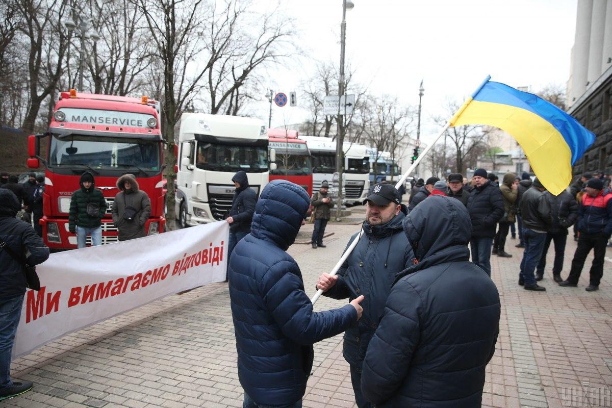 Дальнобойщики провели акцию протеста, заблокировав Киев / Фото УНИАН