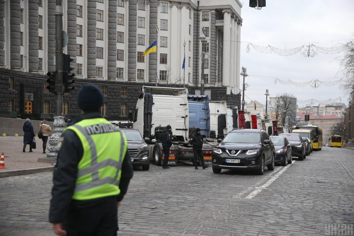 Далекобійники сьогодні заблокували рух у центрі Києва / фото УНІАН