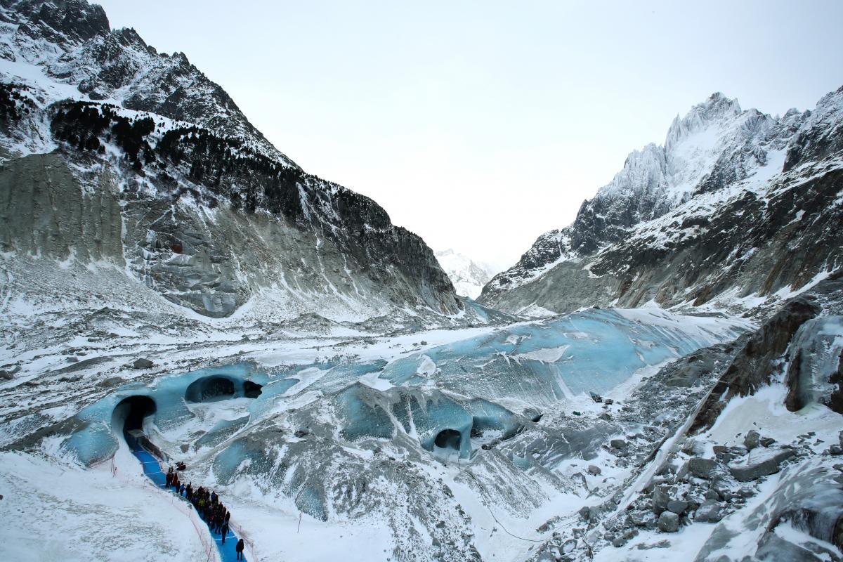 У Росії льодовик обвалився на туристок / ілюстрація REUTERS