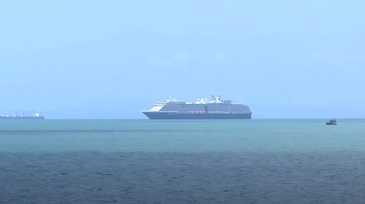 На борту Westerdam находятся 1455 пассажиров и 802 члена экипажа / скриншот