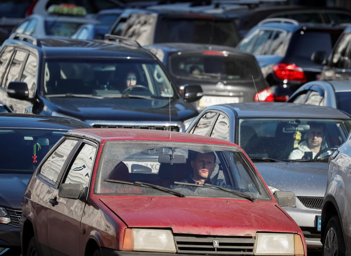 В Украине автомобили в большей массе эксплуатируются десятки лет / фото REUTERS