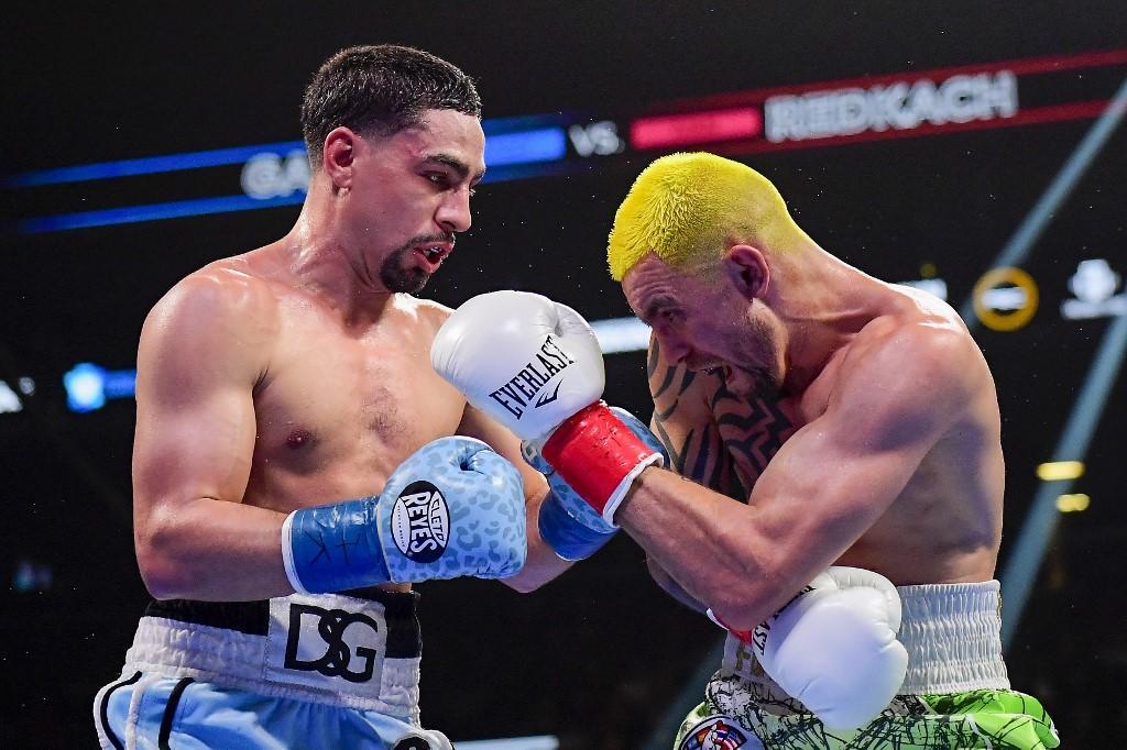 Редкач (справа) проиграл бой решением судей / фото: BoxingScene
