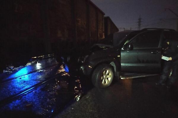 """Внаслідок зіткнення автівка отримала пошкодження / Фото: телеграм-канал """"Х**вий Дніпро"""""""