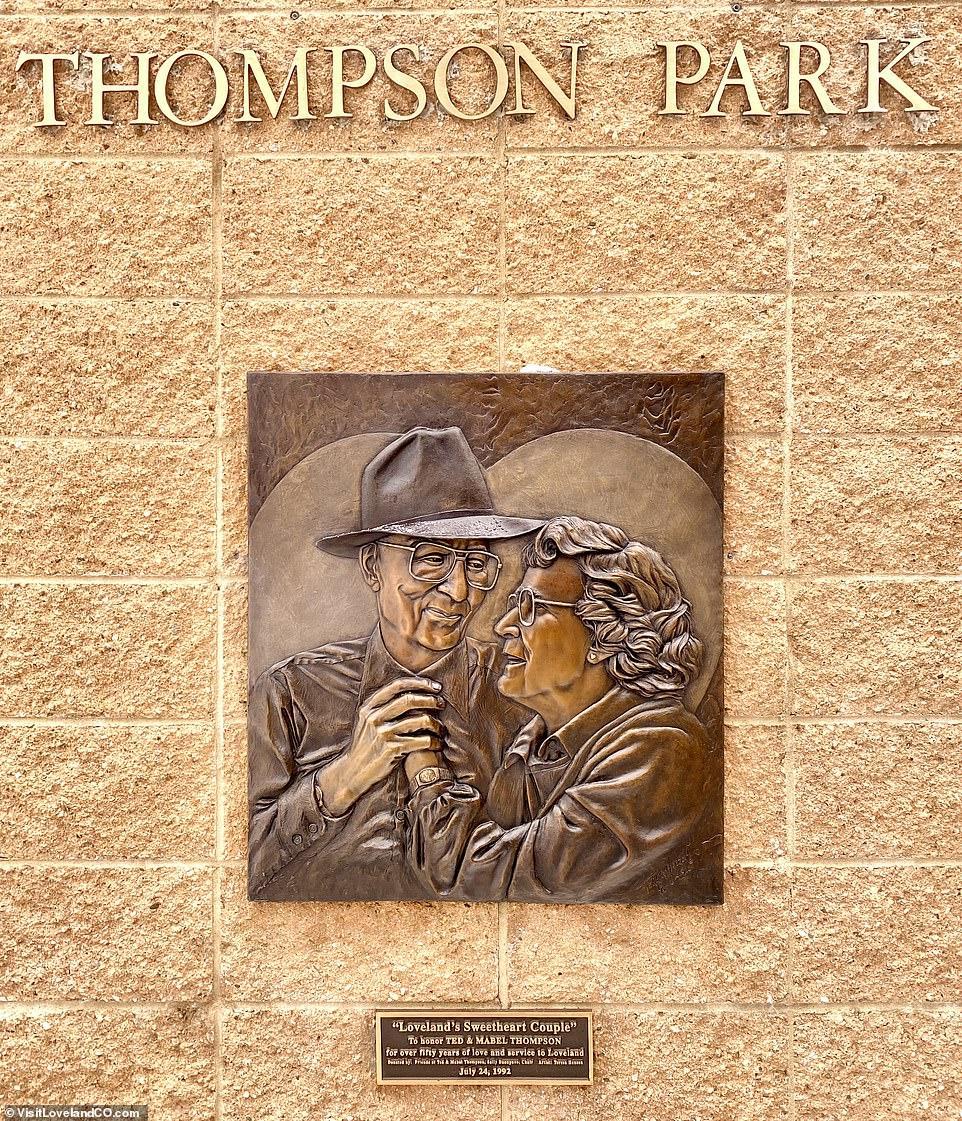 """Меморіал """"Зворушлива пара"""" в Колорадо"""