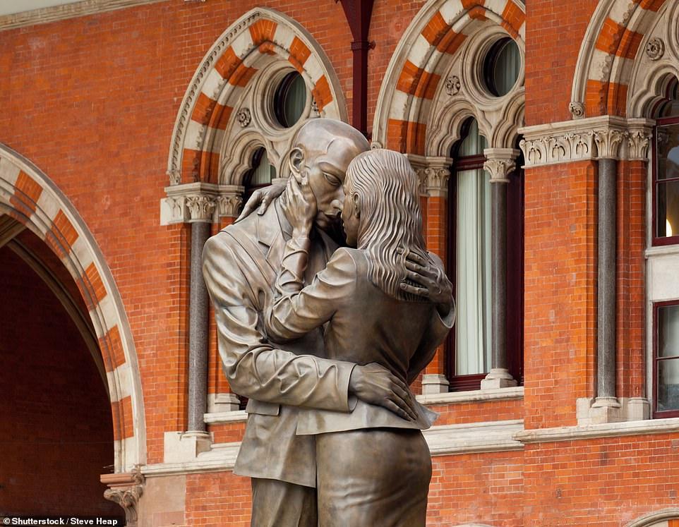 """Статуя """"Место встречи"""" в Лондоне"""