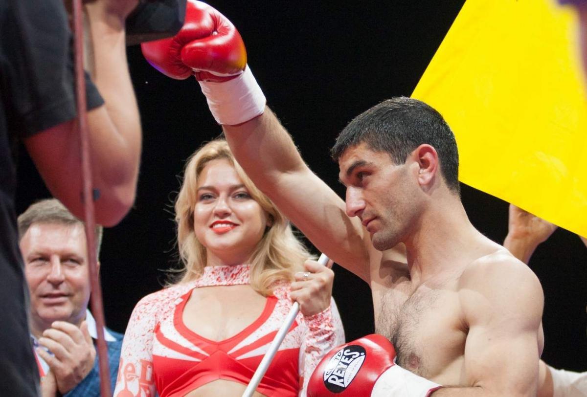 Артем Далакян травмировал правую руку / фото: union-boxing.com