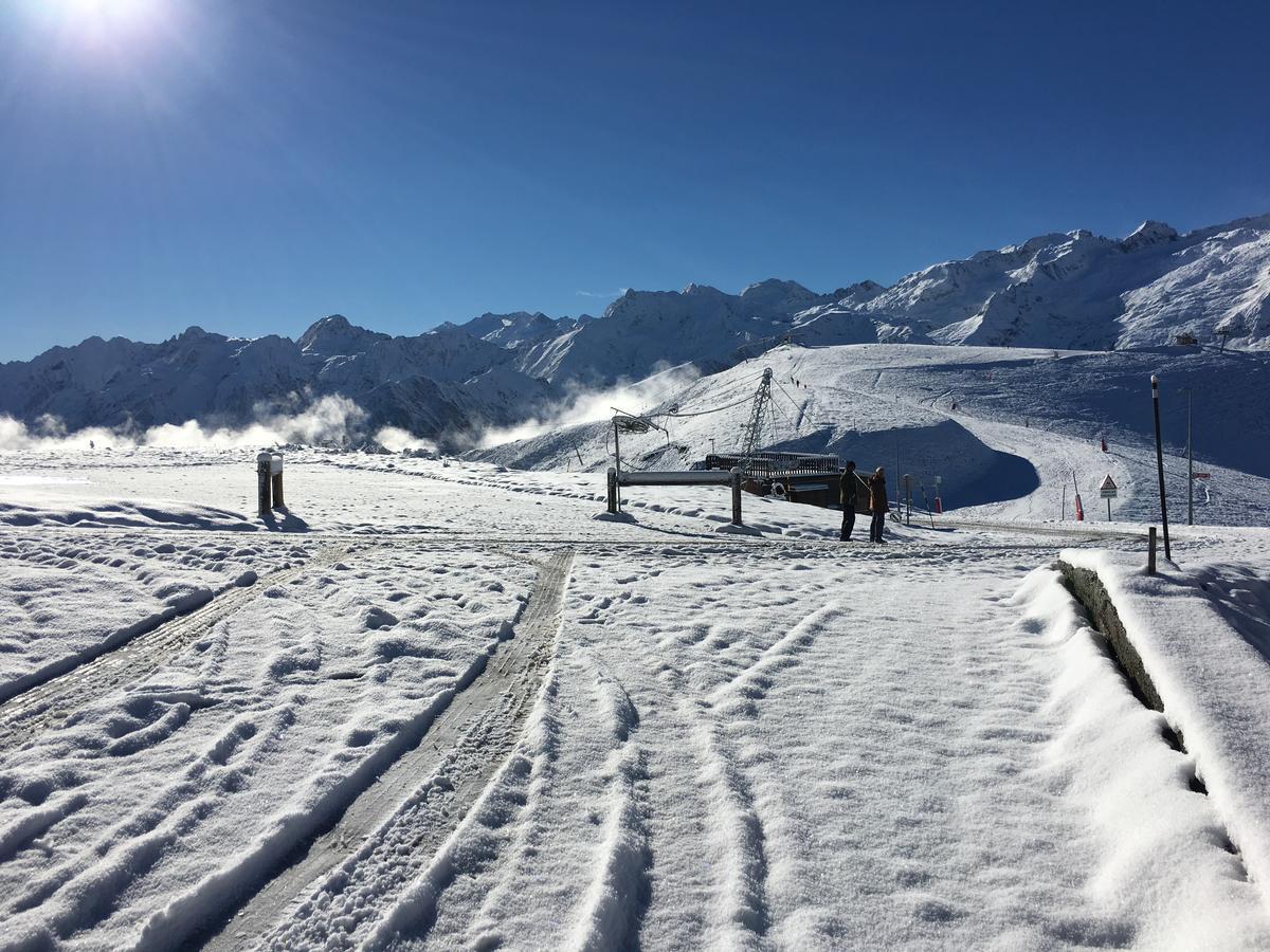 Період шкільних канікул у лютому і березні - високий сезон на гірськолижних курортах Франції \ booking.com