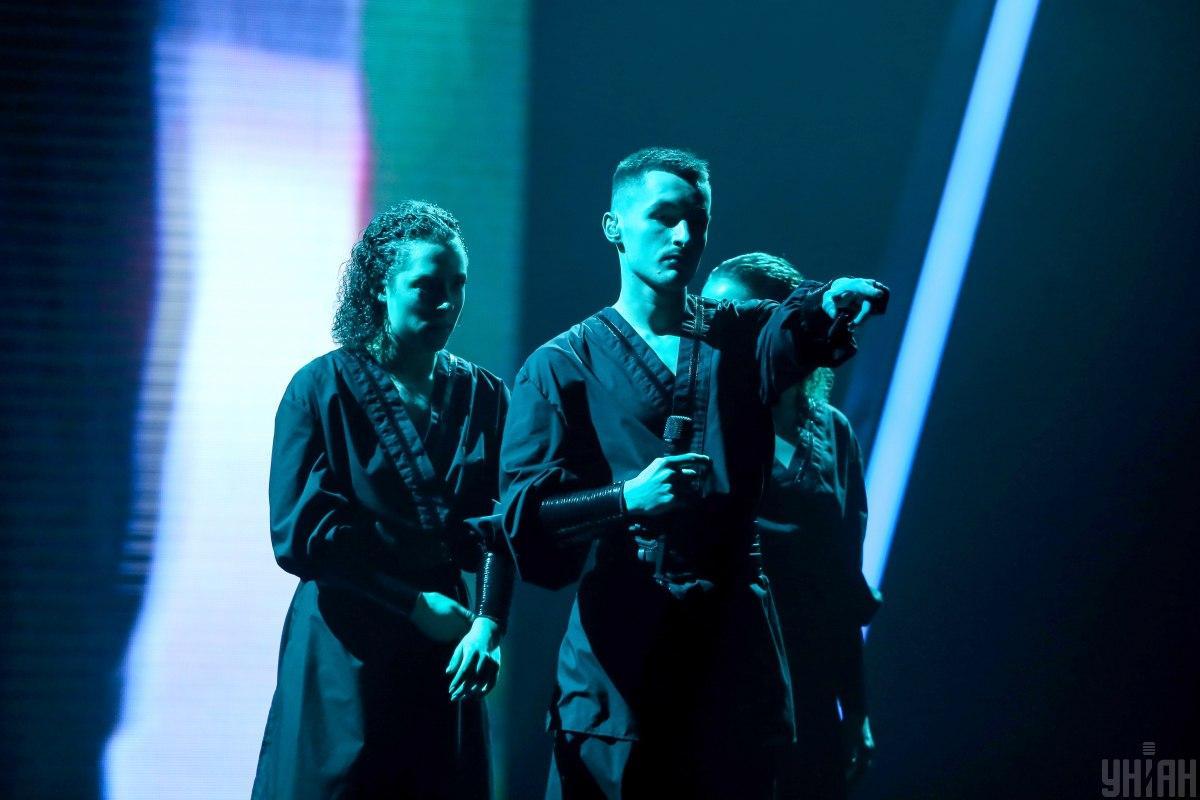 Співак зізнався, що під час виступу трішки нервував / фото УНІАН