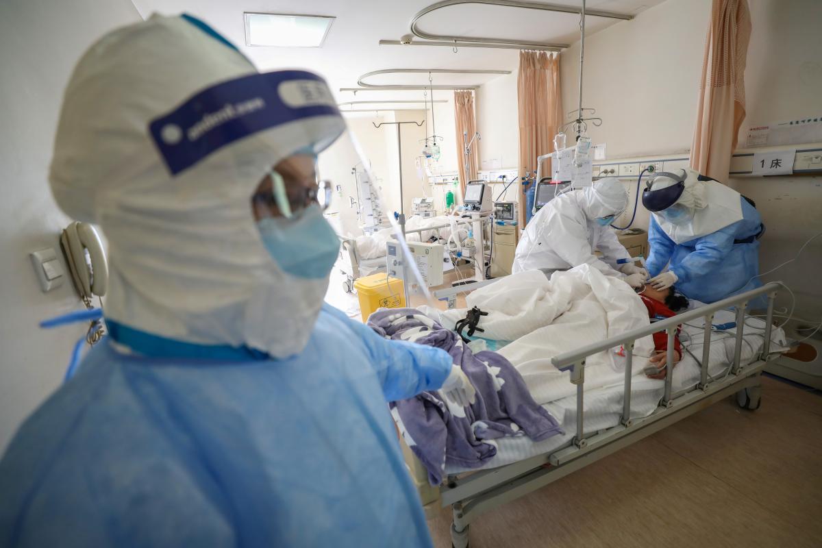 В Україні черговий антирекорд щодо коронавірусу: 5804 нових випадків / ілюстрація / REUTERS