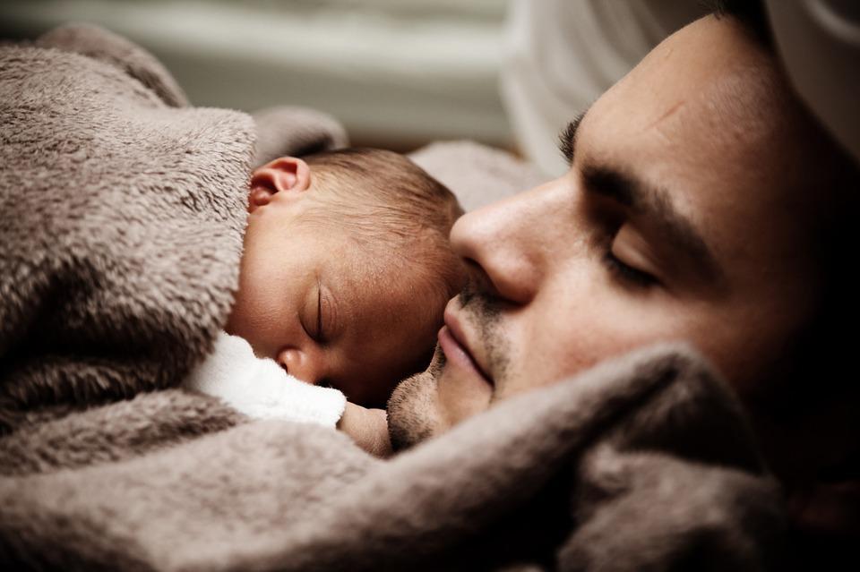 Коли найкраще укладати малюка спати, вирішують батьки / фото pixabay.com