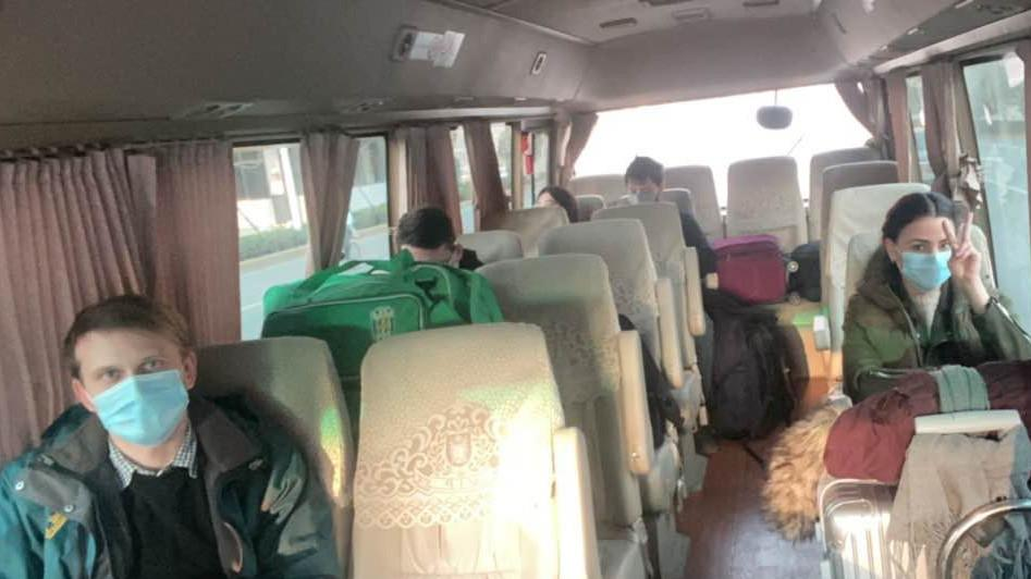 Розпочалася реєстрація пасажирів і багажу на спецрейс SkyUp / china.mfa.gov.ua