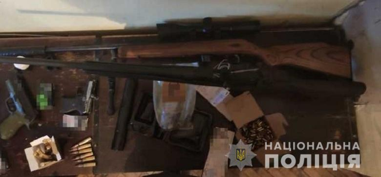 У мужчины изъяли оружие разного калибра / фото НПУ