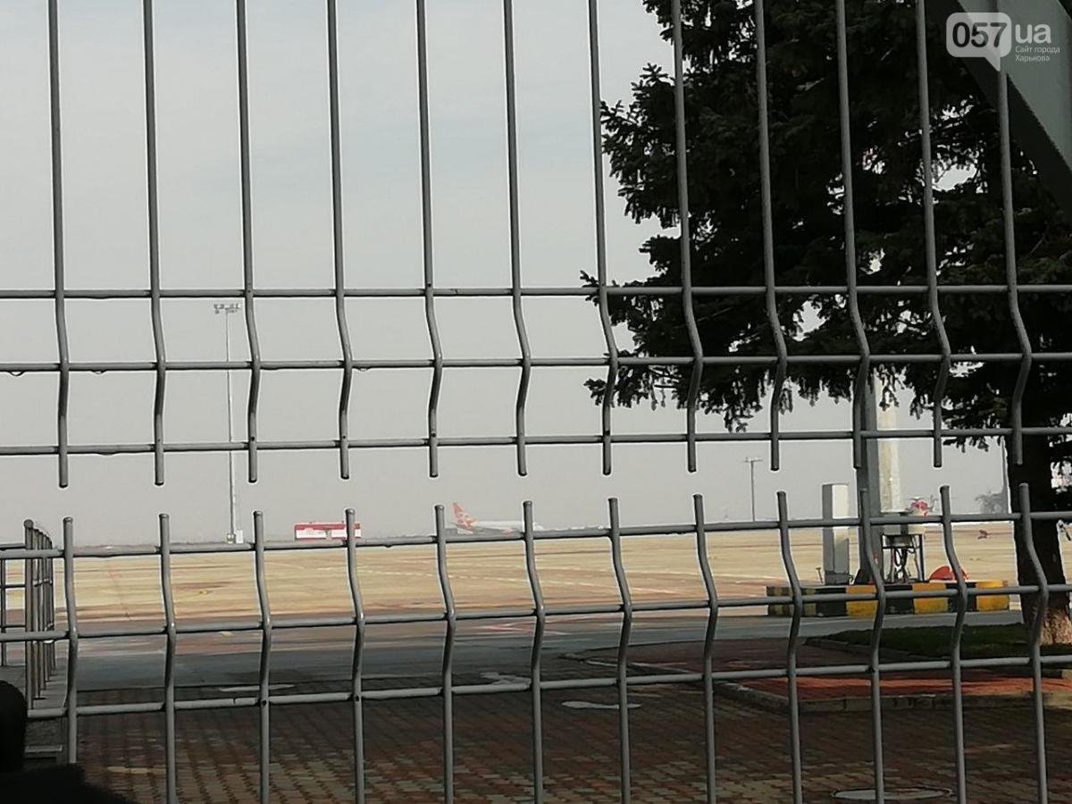 Самолет находится на специальной стоянке / фото 057.ua