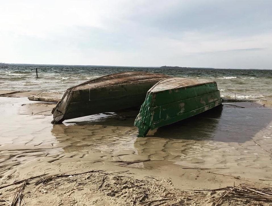 Уровень воды в озере катастрофически уменьшается / facebook/Денис Казанский