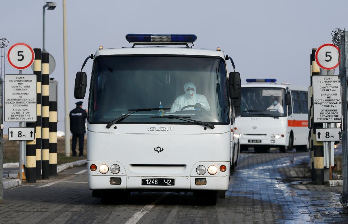 Автобусы с эвакуированными / REUTERS