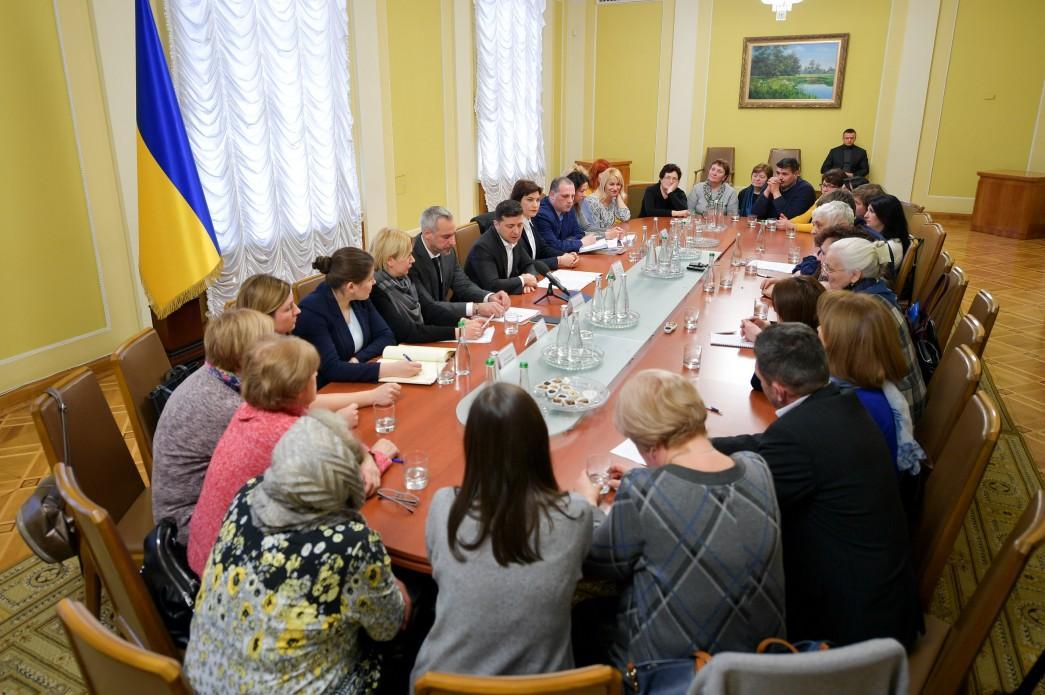 Зеленский встретился с семьями героев Небесной сотни / Фото: Офис президента