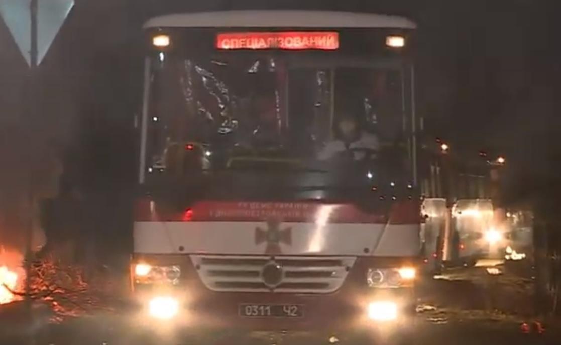 Автобусы с эвакуированными из Китая украинцами заехали на территорию санатория / Фото: скриншот