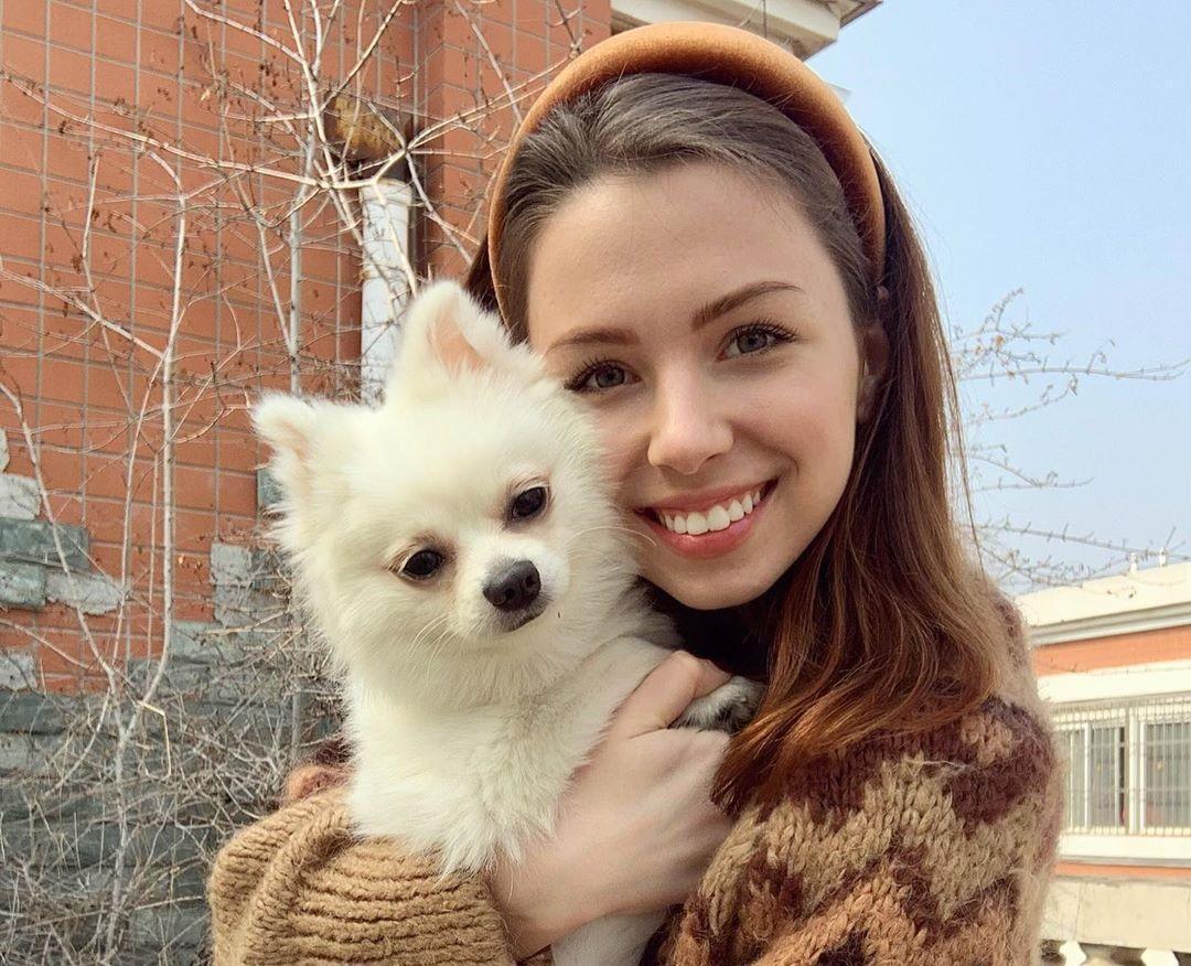 Посольство объяснило, почему не эвакуировало украинку с собакой / фото instagram.com/nastyazinchenko