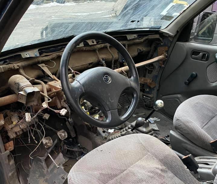 Автомобиль военных волонтеров разбили вдребезги / facebook.com/peschanska
