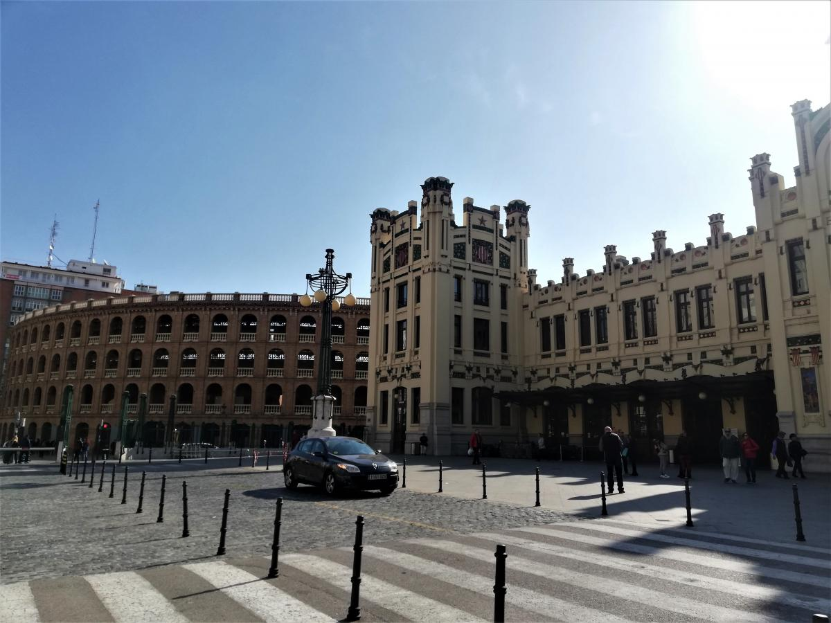 Главный вокзал Валенсии и Арена для корриды / Фото Марина Григоренко