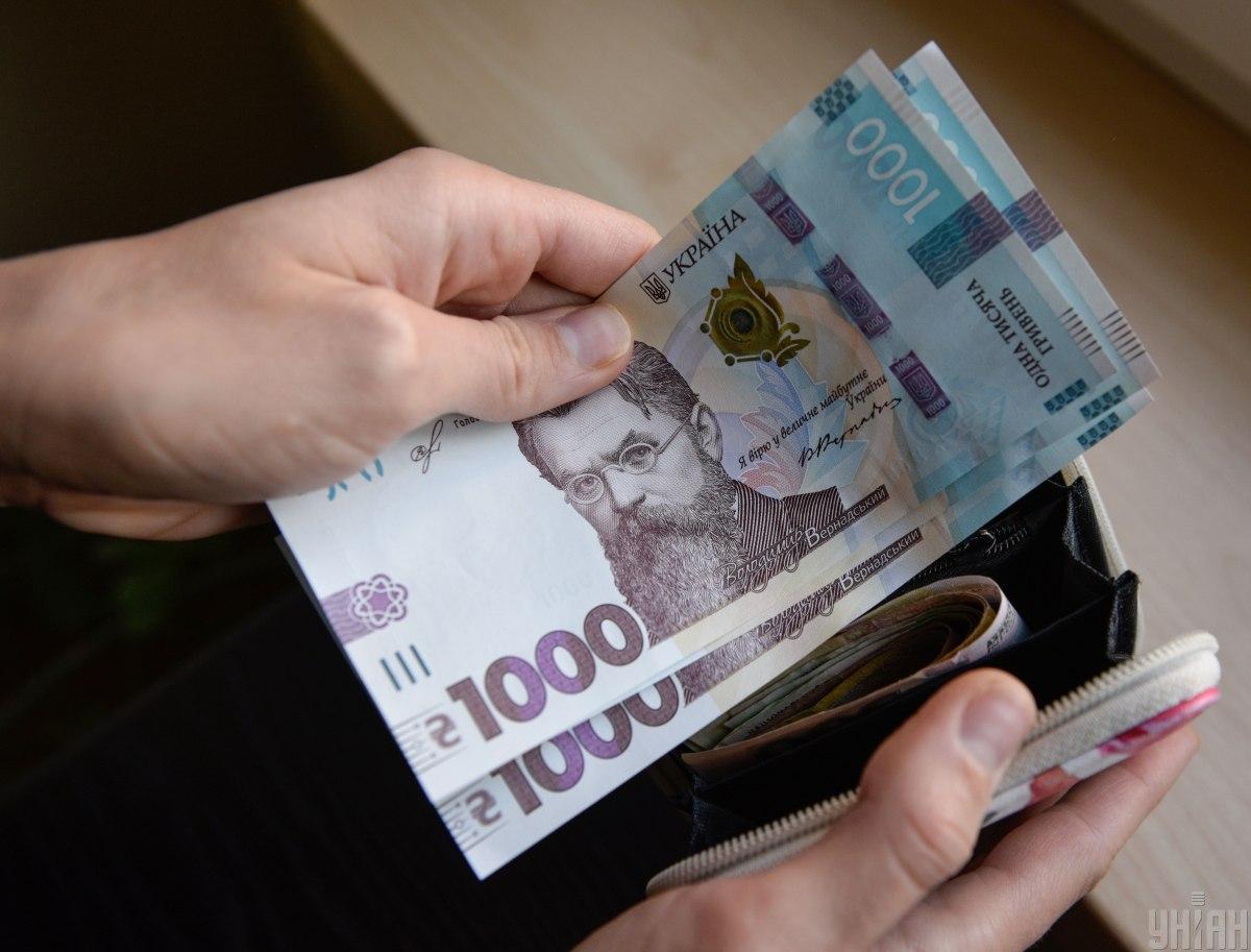 Ежемесячно выплаты получали более 200 тысяч человек/ фото УНИАН