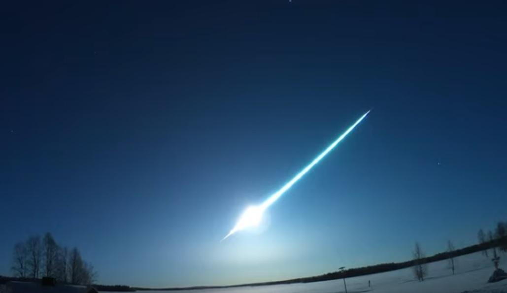 Падение метеорита зафиксировали сразу несколько камер / Фото: скриншот