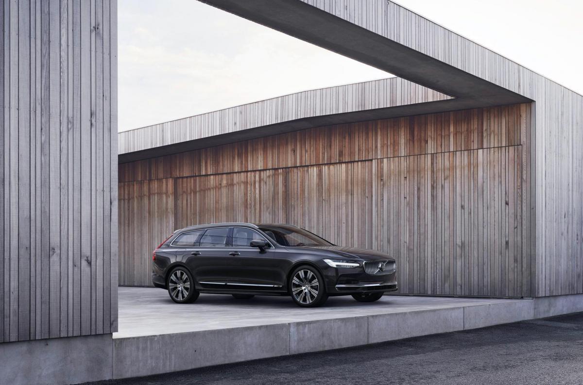 Седану і універсам 90-ї серії замінили передній бампер / фото Volvo