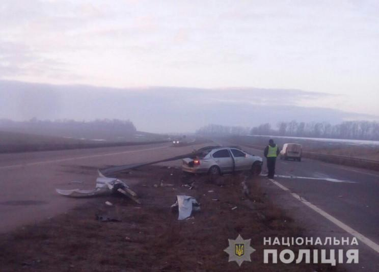 На Харьковщине на трассе разбилась иномарка с парнями / фото Нацполіція