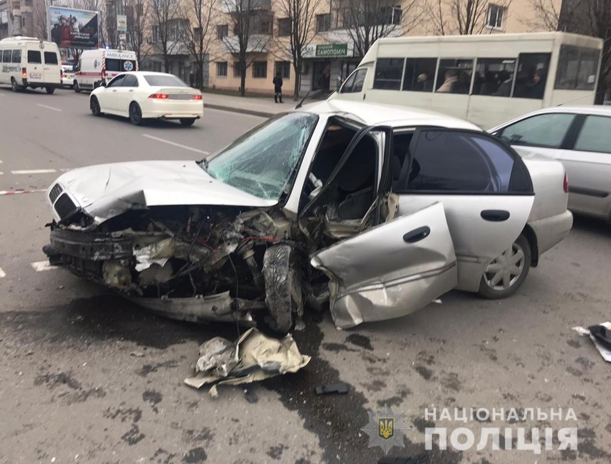 """Водитель автомобиля """"Дэу Ланос"""" убегая с места ДТП сбил женщину-пешехода / фото zp.npu.gov.ua"""