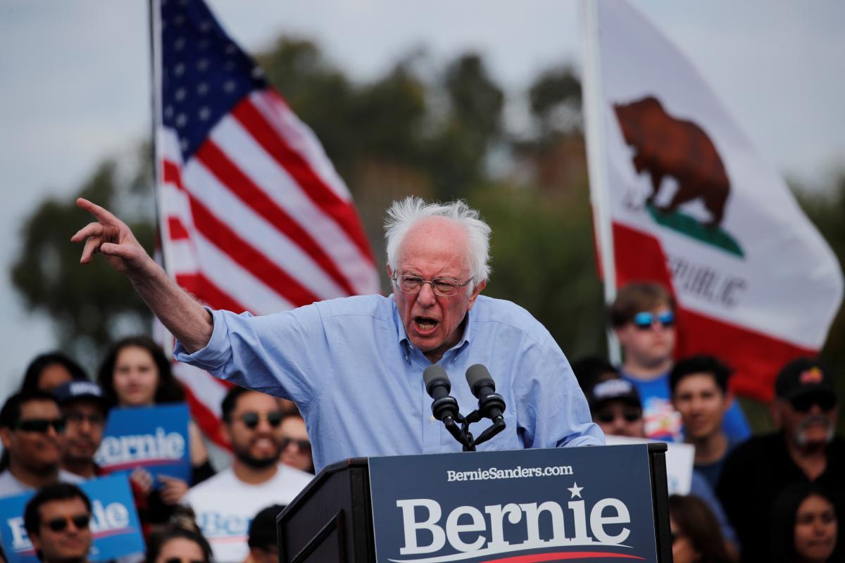 Берні Сандерс виходить з президентської гонки / REUTERS