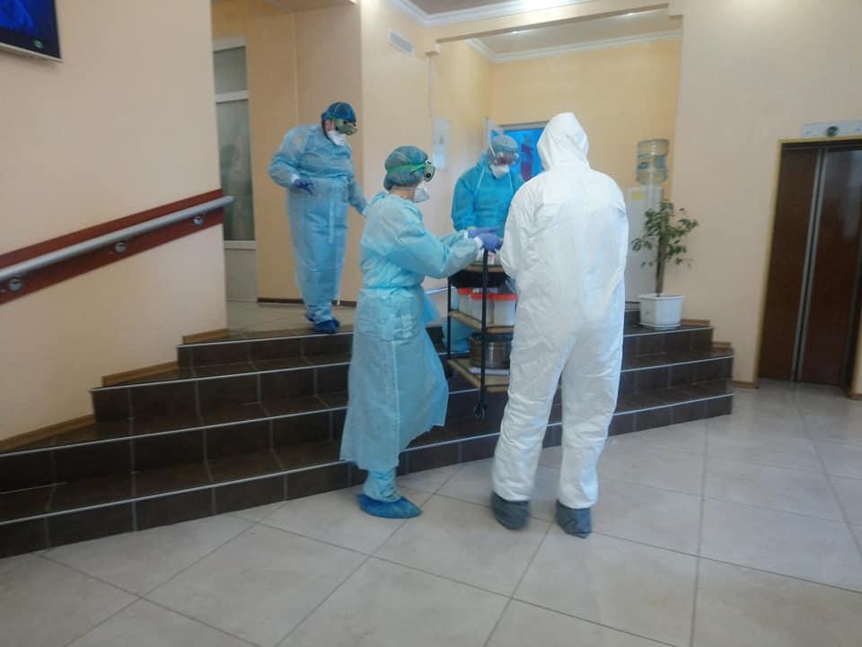 Наступний забір біологічного матеріалу в евакуйованих відбудеться у неділю / фото facebook.com/Oleksandr Makhov