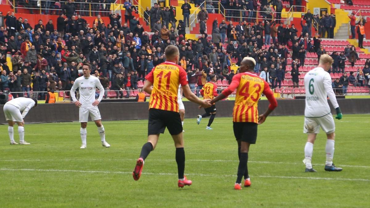 Артем Кравець відзначився наприкінці першого тайму / фото: twitter.com/kayserisporfk