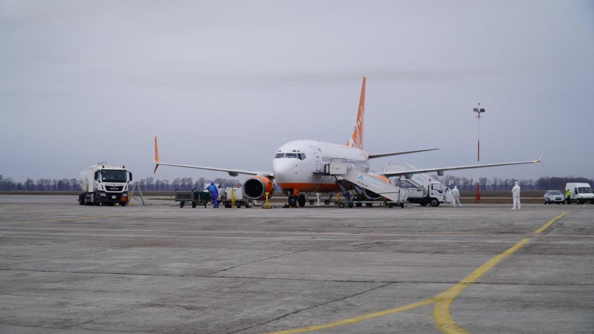 20 лютого в Україну прибув літак з евакуйованими з Уханя українцями/ facebook.com/zelenskiy95