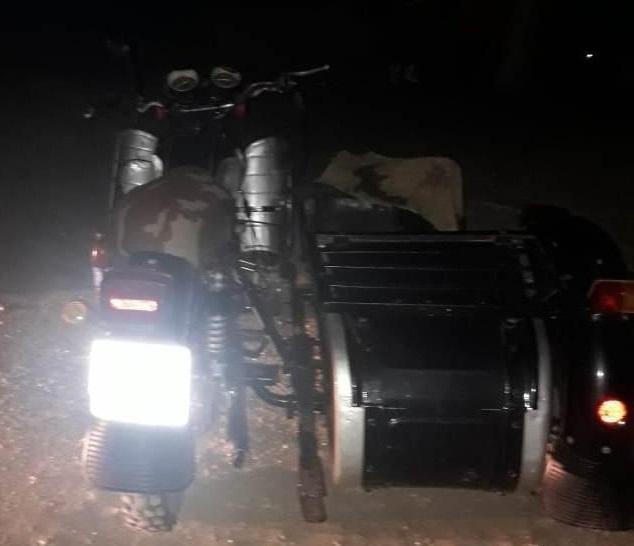 Милиционер не справился с управлением и мотоцикл перевернулся / фото: od.npu.gov.ua