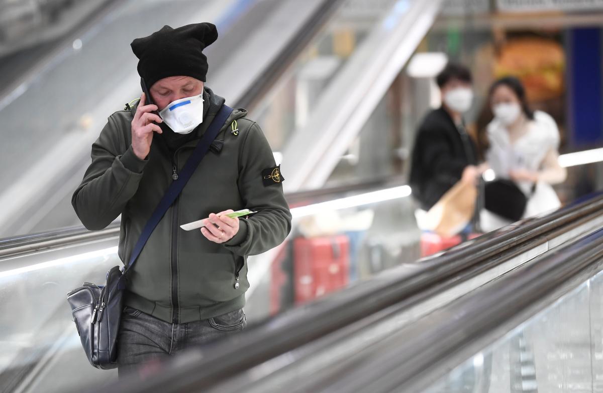 Виходити з дому можна буде тільки за потребою / фото REUTERS