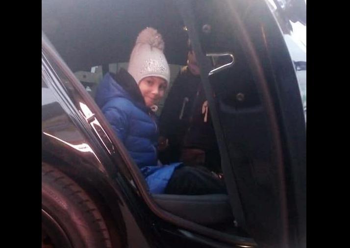 В Киеве эвакуатор чуть не увез автомобиль с детьми / Facebook, Инспекция по парковке