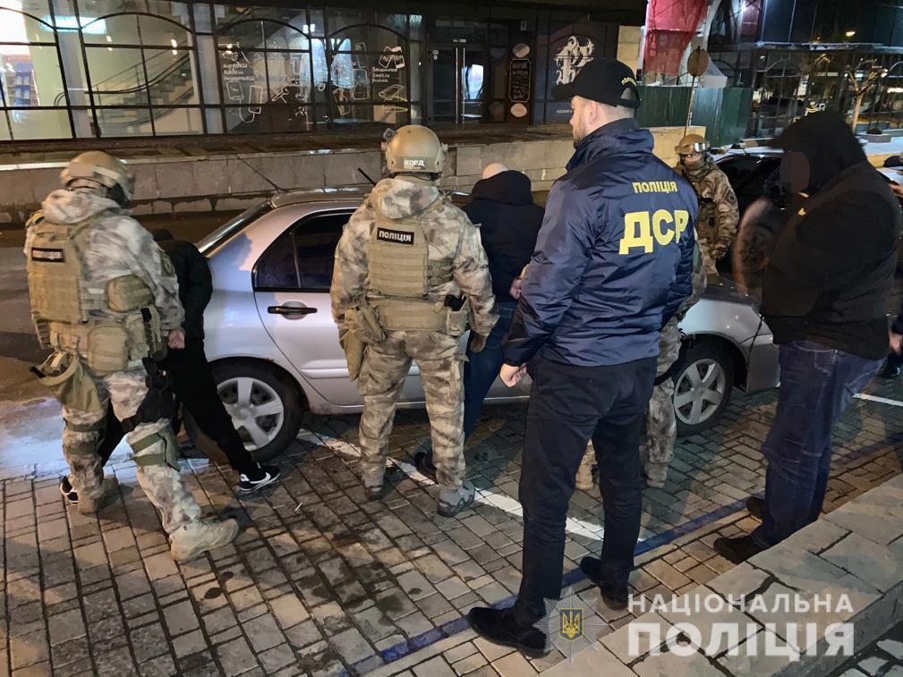 Конфликт между двумя группами мужчин возник вчера на улице Титова в г. Днепр / фото: пресс-служба полиции