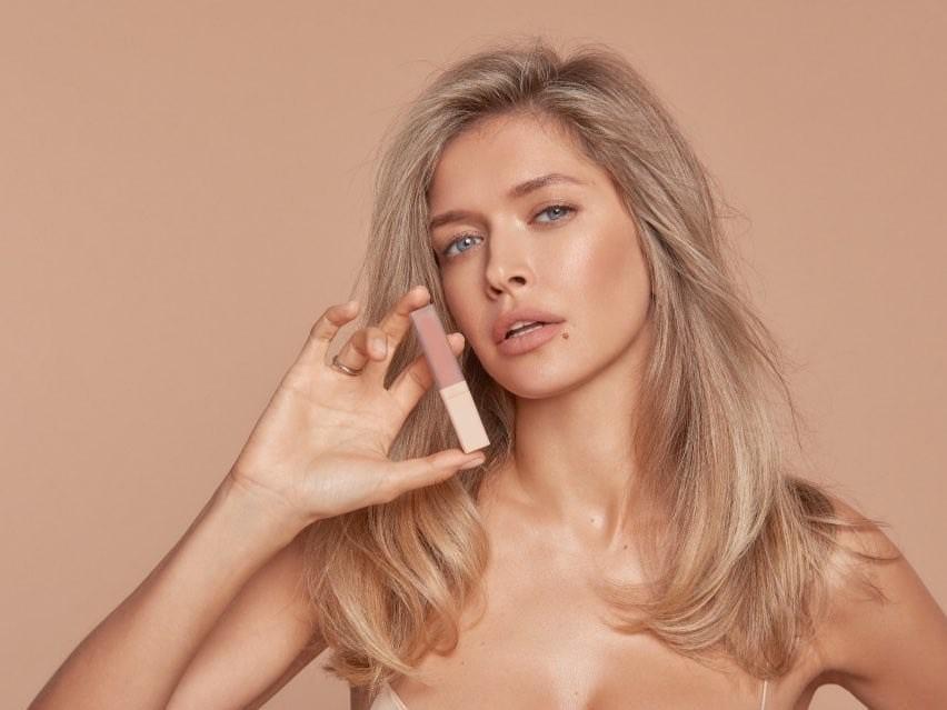 Співачка сфотографувалася в маячцітілесного кольору / Брежнєва/Instagram